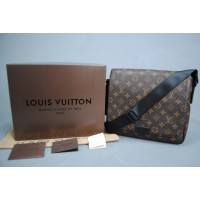 LOUİS VUİTTON MONOGRAM CANVAS DİSTRİCT PM VEJİTAL DERİ